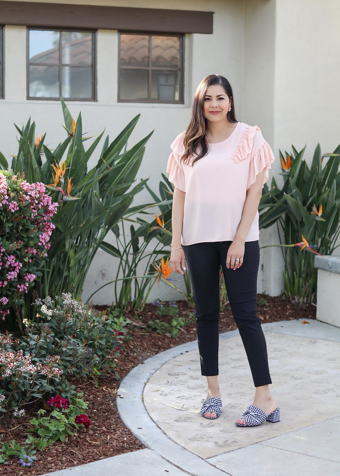 latina style blogger, pastel spring outfit, how to wear a pink top