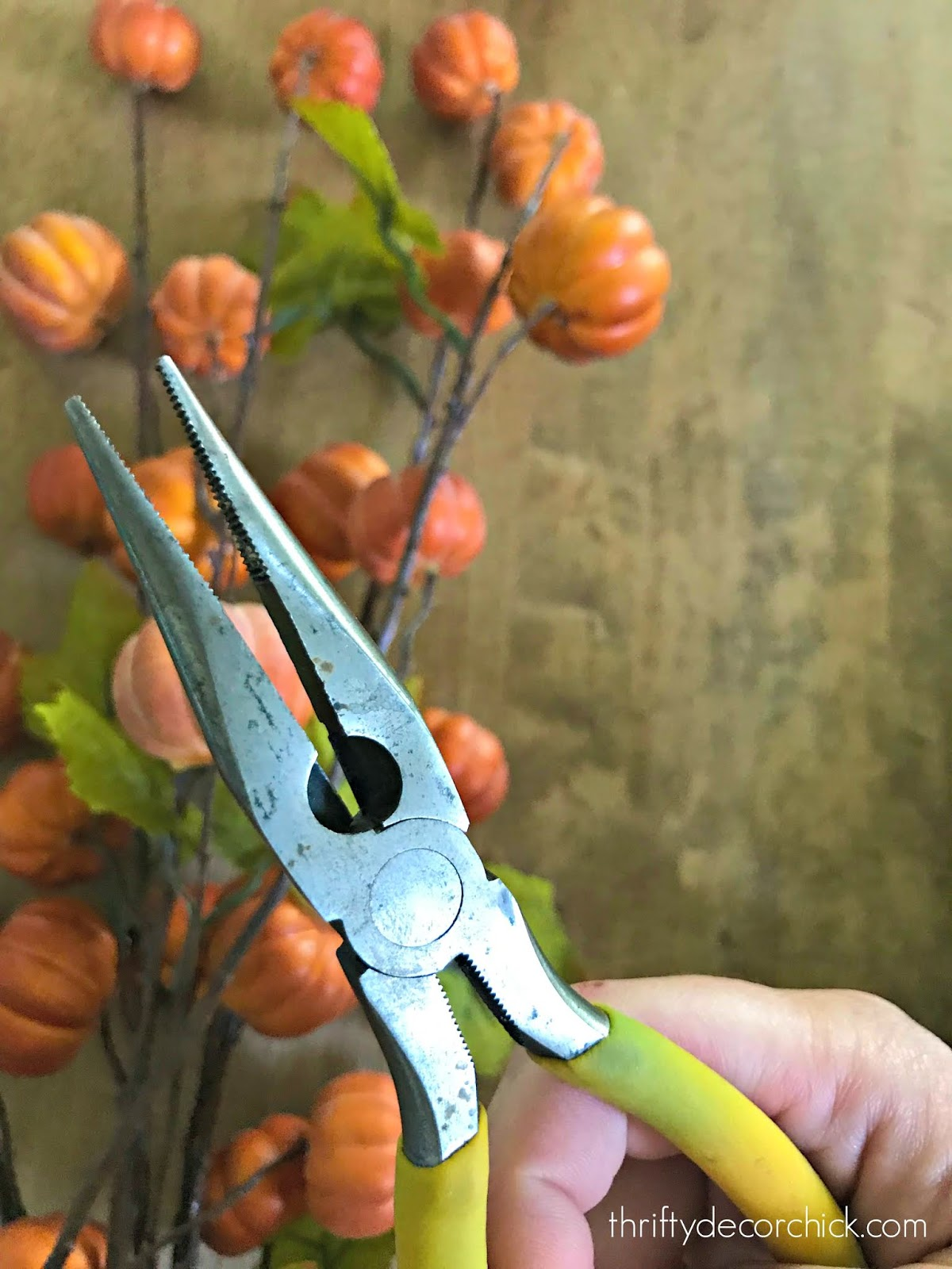 Pliers for cutting down fake flowers