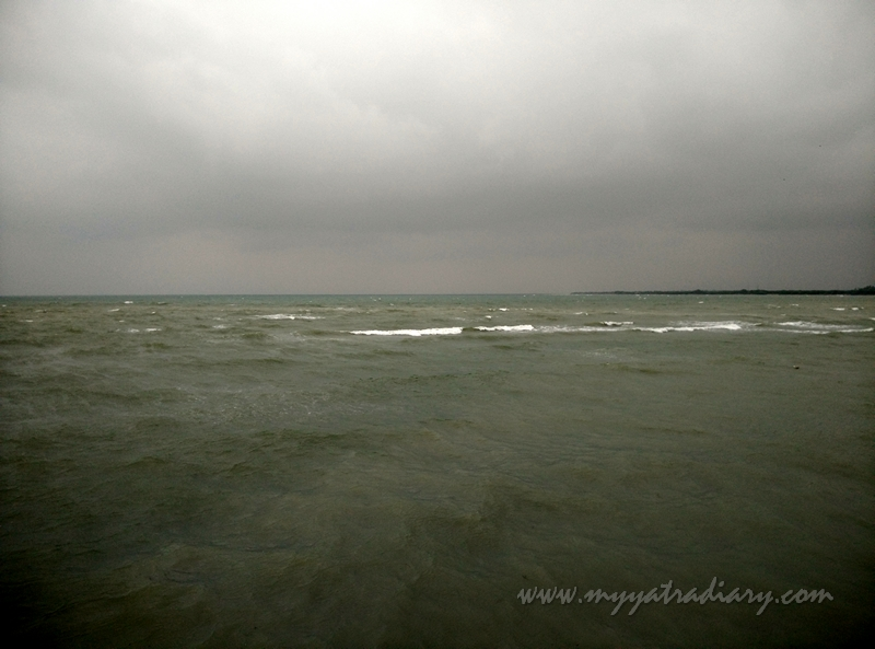 Rough seas at Villondi Teertham, Rameshwaram