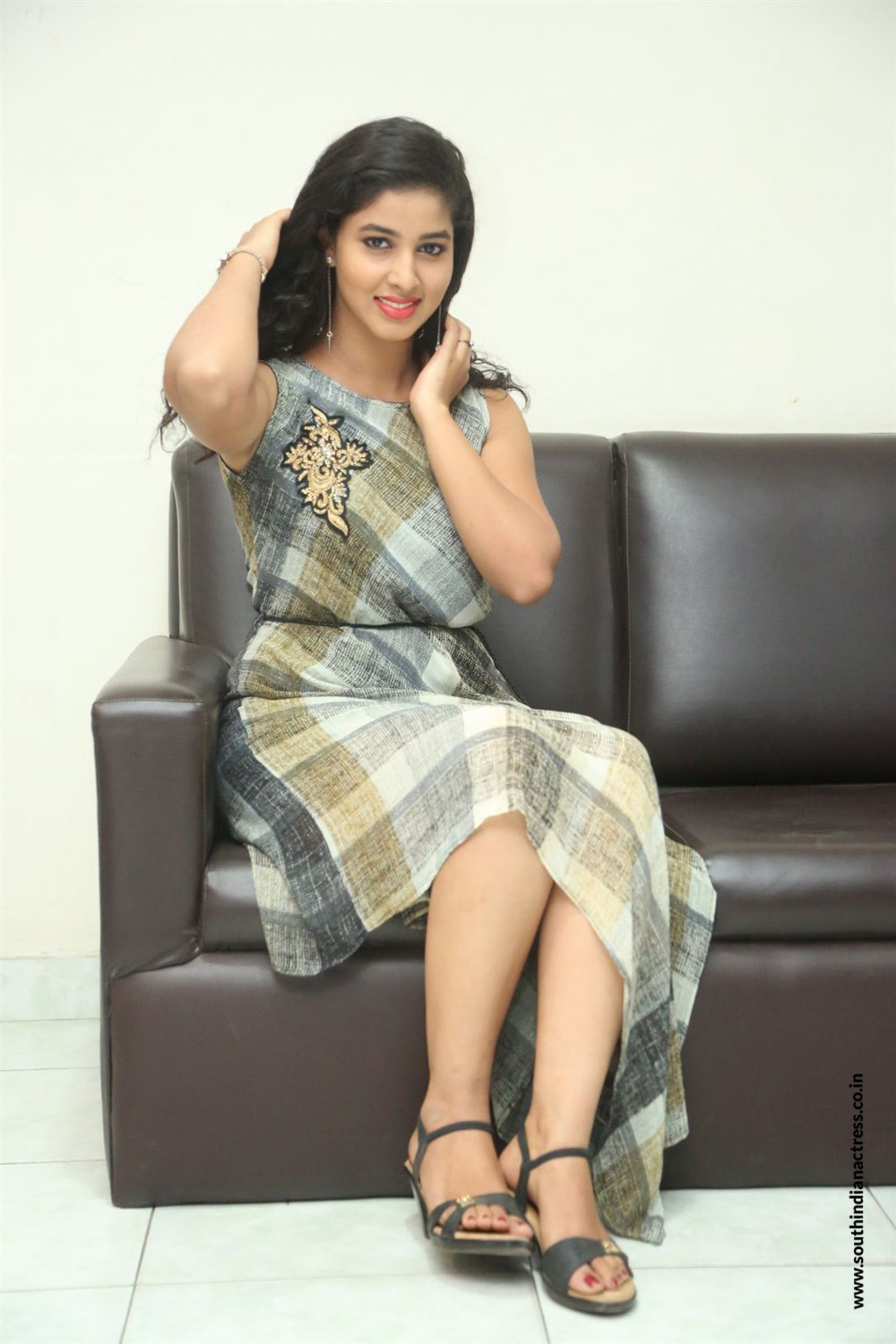 Pavani Reddy Looks super cute at an interview in a sleevless Linen Dress