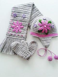 Bufanda y Gorros tejidos rosado de flores
