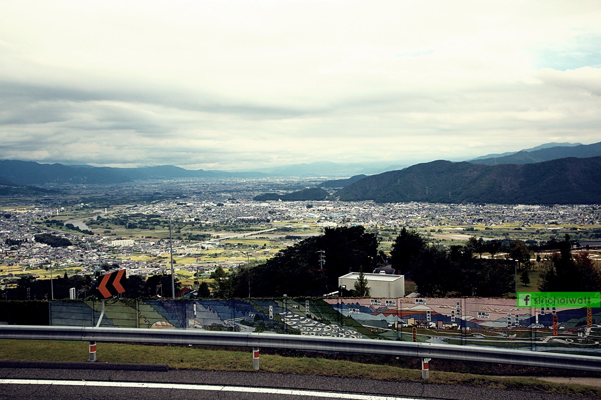 ทิวทัศน์บริเวณจุดพักรถระหว่างทางในประเทศญี่ปุ่น