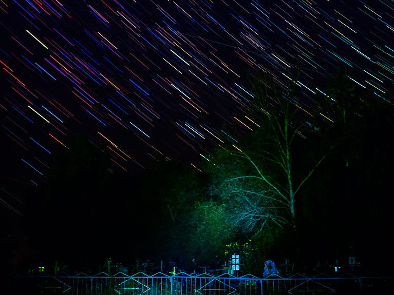 кладбище на фоне звёздного неба