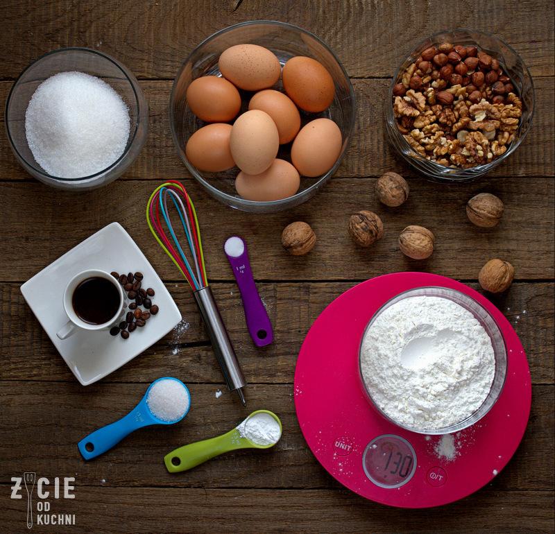 orzechowy biszkopt,biszkopt, jak zrobic biszkopt, jak upiec biszkopt, przepis na biszkopt, latwy biszkopt, najlepszy biszkopt, tort orzechowy, orzechowy tort