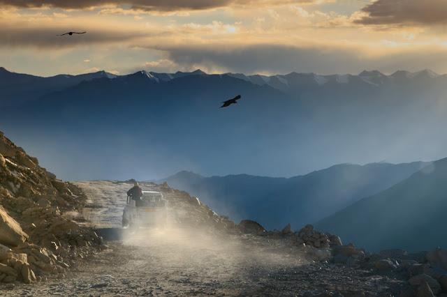 drive ladakh pangong lake sunset chang la pass