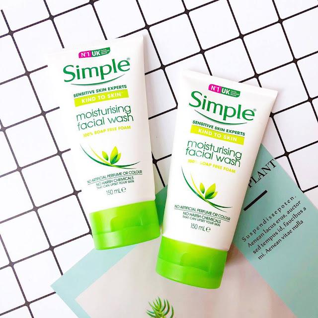 2. Sữa rửa mặt Simple Skin To Skin Moisturising Facial Wash