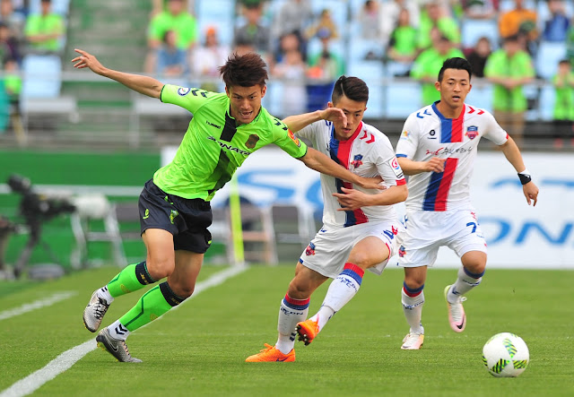 Jeonbuk Hyundai Motors right winger Han Kyo-won carried on his rich vein of form by scoring his fifth goal across all competitions against Suwon FC. (Photo Credit: Hyundai-MotorsFC.com)