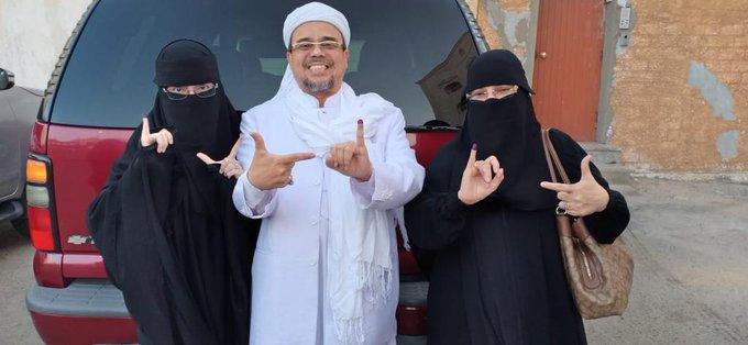 Habib Rizieq Tolak Permintaan Bertemu Jokowi di Mekkah