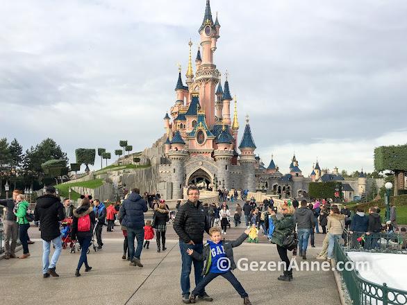 Paris gezilecek yerler, çocukla Disneyland gezimiz