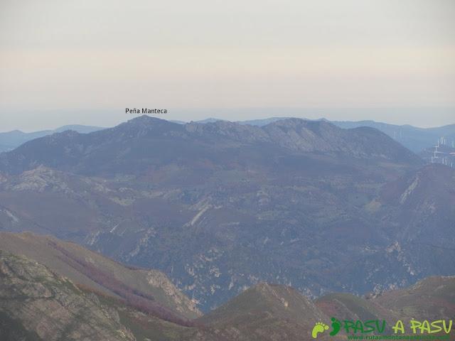 Vista de la Peña Manteca desde el Pico Mocoso