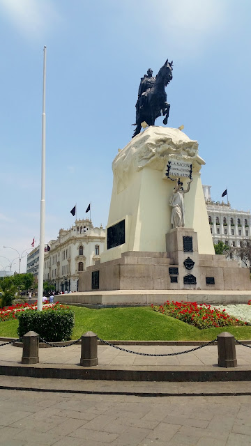 Lima, Peru, Melanie.Ps, The Purple Scarf, Travel, South America, Backpacking, Explore, Woman, Canadian, Tourist, Plaza San Martin, Monument