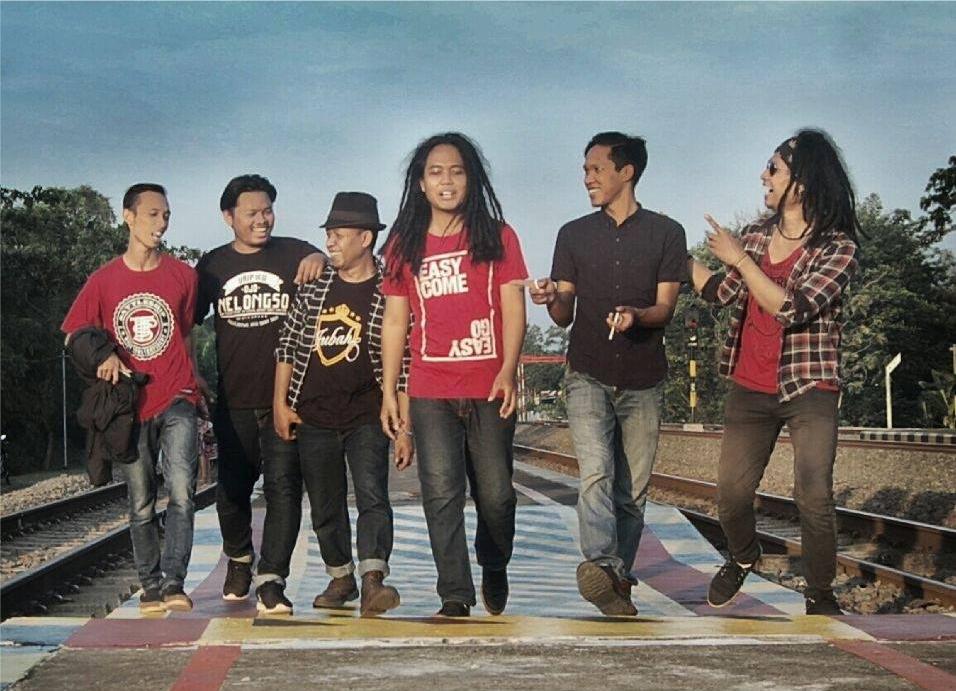 "Perahu Karet Band Rilis Single ""Bernyanyi"""