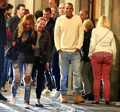 Beyonce And Jay Z Take A Romantic Stroll In The City Of Florence, Italy