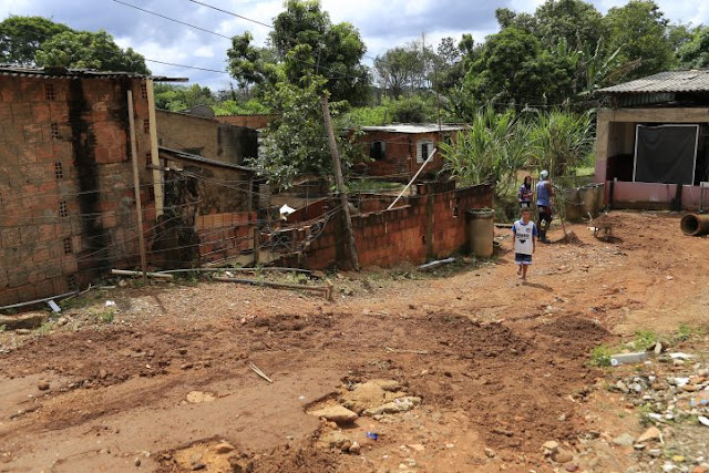 Enxurrada causa estragos para população de São Sebastião
