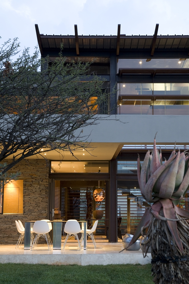Terrace and facade of Serengeti House by Nico van der Meulen Architects