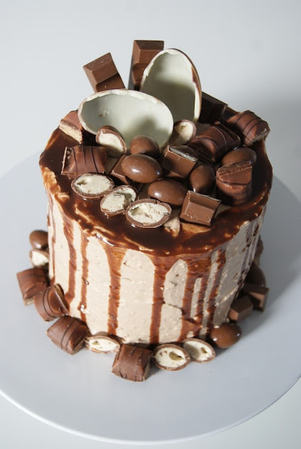 Kinder, Kinder cake, kin, tort dla dzieci, tort urodzinowy, pomysł na tort, tort słodki, tort czekoladowy, biszkopt orzechowy, tort orzechowyder tort