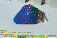 Gantungan Kunci Senter LED Strawberry