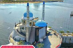 Berwisata Religi di 2 Masjid Unik Kota Makassar
