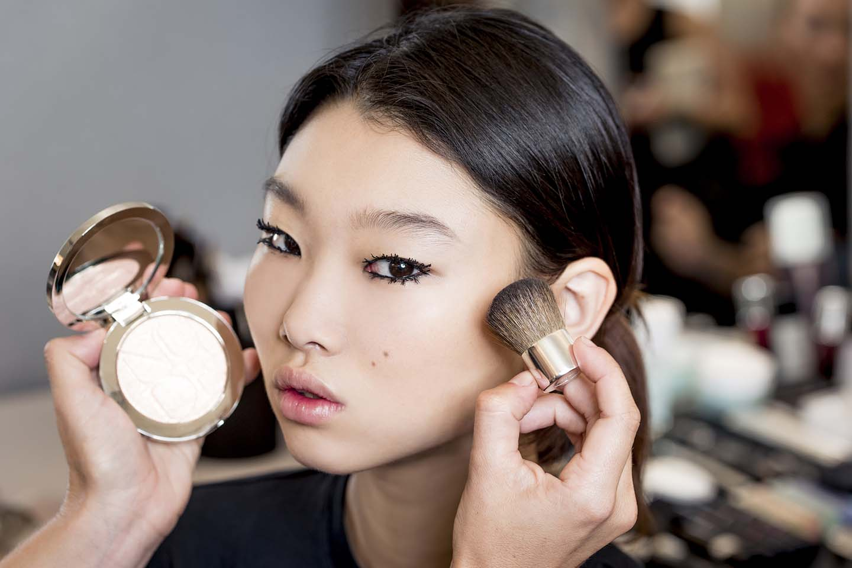 bb27b7e1af3 Parfum - Color: Οι τάσεις του μακιγιάζ για την άνοιξη του 2018!!!