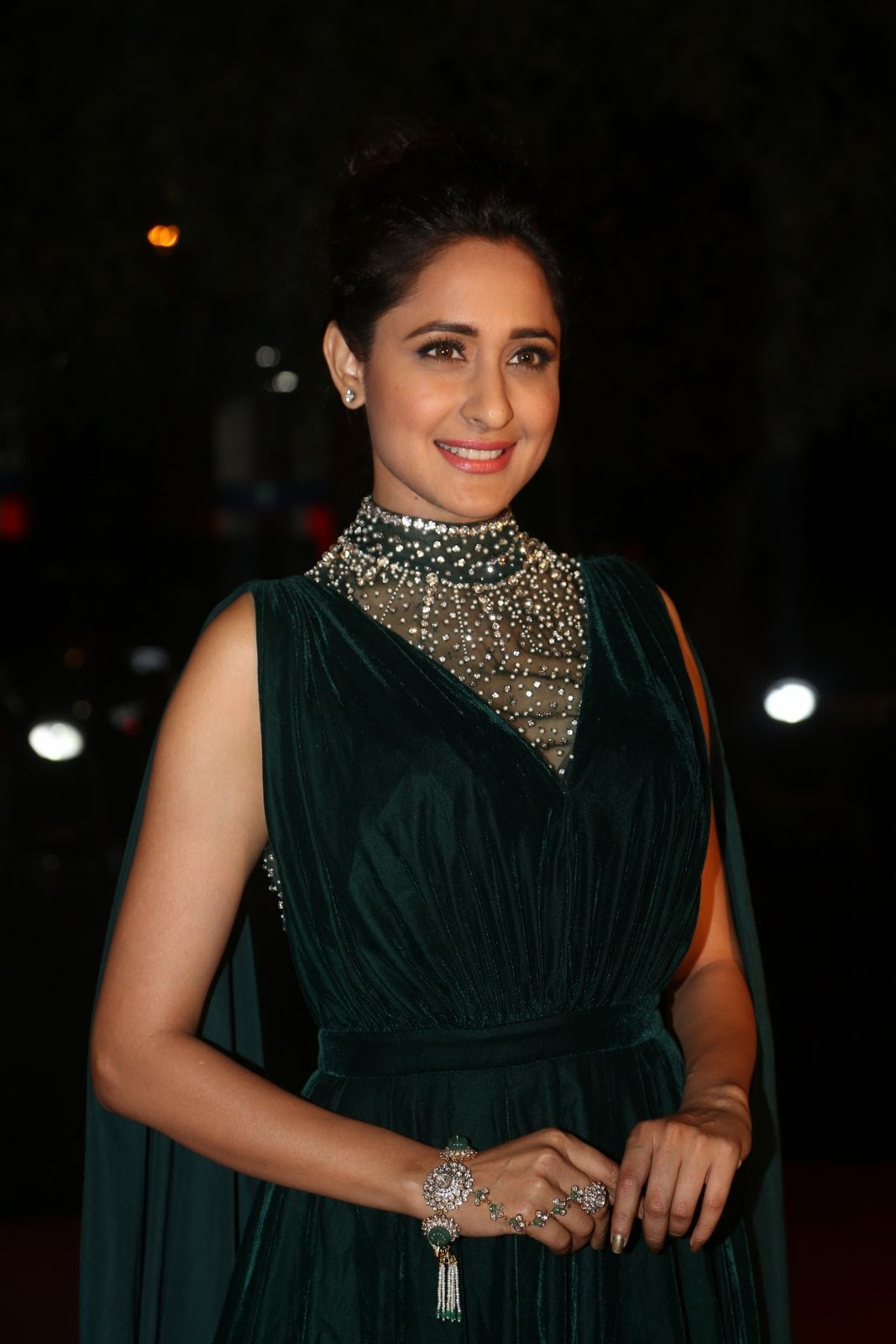pragya jaiswal latest sizzling pics-HQ-Photo-15