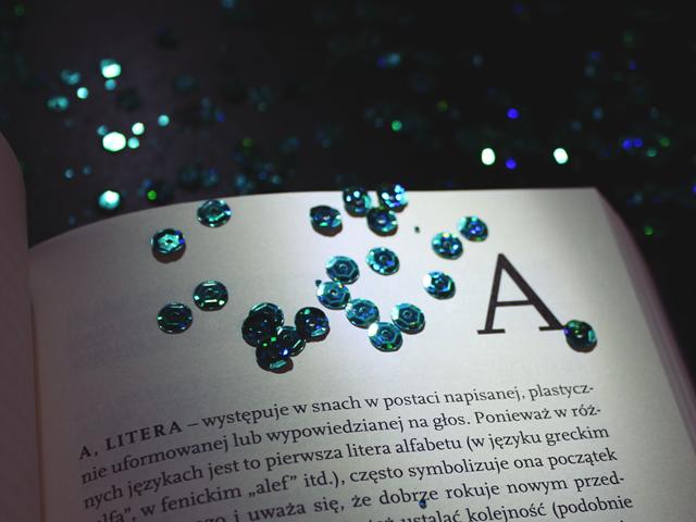 wnętrze książki