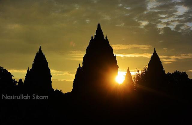 Memainkan cahaya pencerahan dan membidik sunrise di Candi Prambanan