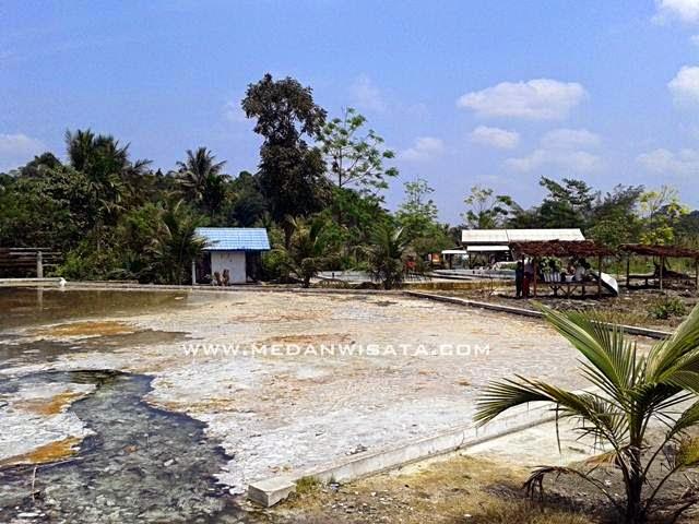Pemandian Air Panas di Desa Penen