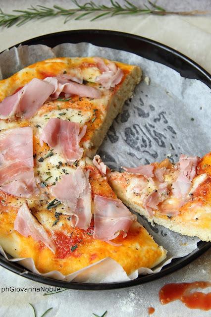 Pizza con prosciutto cotto Rustichello e mozzarella di bufala