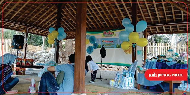 Atribut serba biru di Reuni 04 Mania Mantap | adipraa.com