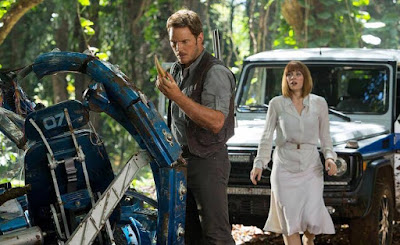 Chris Pratt as Owen Grady and Bryce Dallas Howard as Claire Dearing, in Jurassic World, Directed by Colin Trevorrow