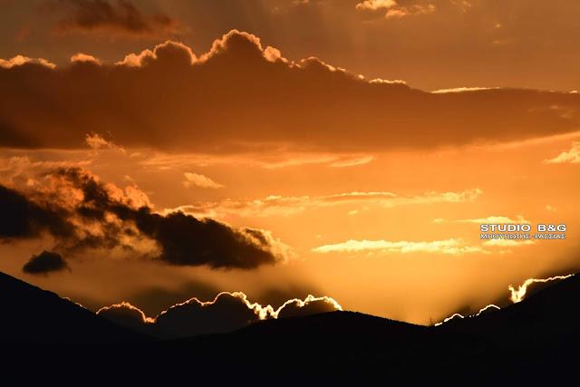 Μαγικό ηλιοβασίλεμα στο Ναύπλιο (βίντεο)