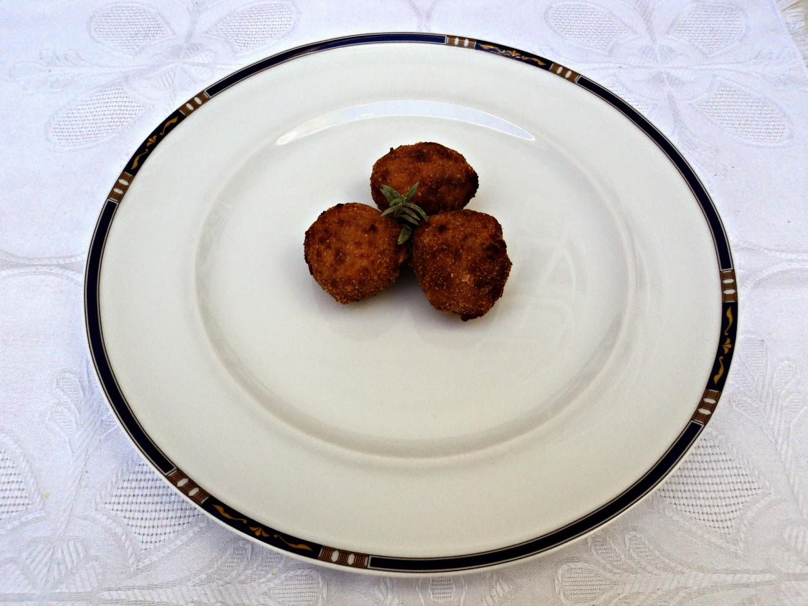 Croquetas en bolitas con el compango de la fabada
