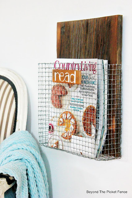 industrial, rustic, wire mesh, chicken wire, book holder, magazine, country living magazine, http://bec4-beyondthepicketfence.blogspot.com/2015/08/project-challenge-chicken-wirescreen.html