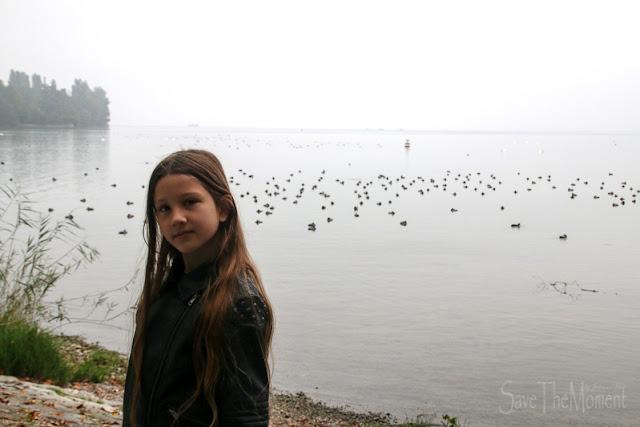 LouforYou auf der Mainau bei Nebel über dem Bodensee