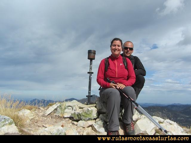 Ruta Pico Toneo y Peña Agujas: Cima del Toneo