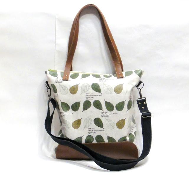 Женская сумка на молнии - доставка почтой или курьером. Ручная работа, единственный экземпляр. Кожа и водонепроницаемый хлопок.