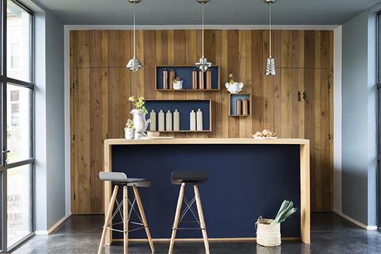 cozinha americana, balcão na cozinha, parede azul, acasaehsua, a casa eh sua, cores 2017, parede colorida
