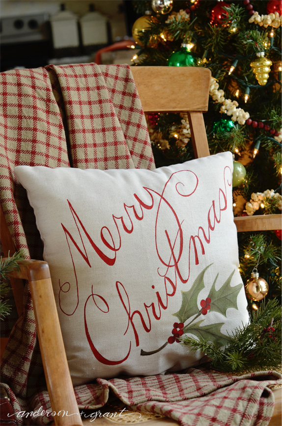 How to Paint a Pillow for Christmas decorating | www.andersonangrant.com #Christmas #DIY