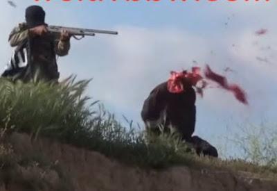 Le Despedaza la Cabeza de un Escopetazo
