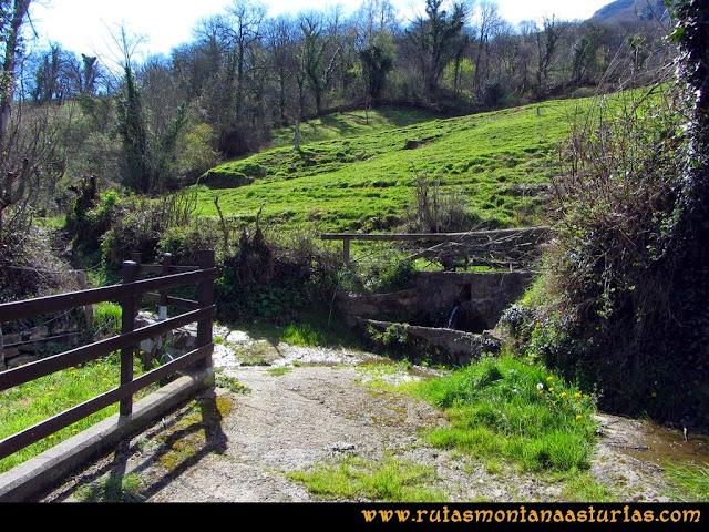 Ruta al Pico Gorrión: Saliendo del pueblo de Vichaoriche