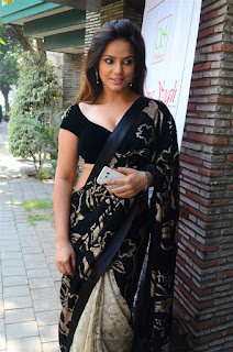 Neetu Chandra in Black Saree at Designer Sandhya Singh Store Launch Mumbai (68).jpg