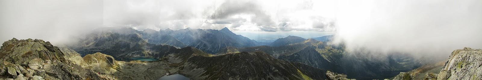 Panorama na południe ze Świnicy.