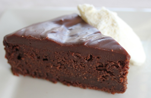 decadent chocolate mud cake - I could go a piece right now.