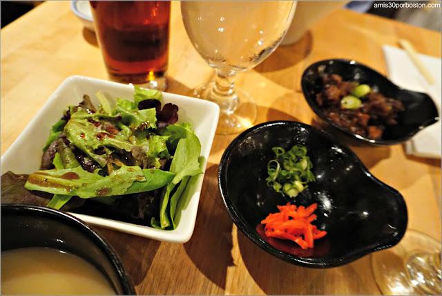 Ensalada y Acompañantes del Menú de Ippudo Westside, Nueva York