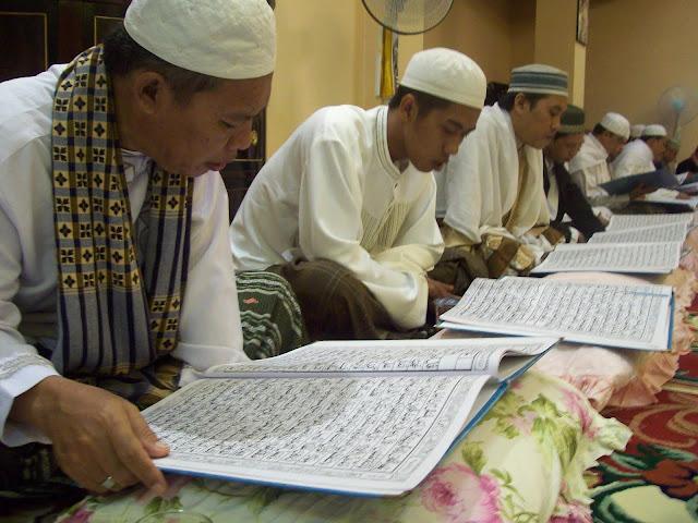 10 Hikmah Membaca Al Qur'an yang Belum Banyak Muslim Ketahui