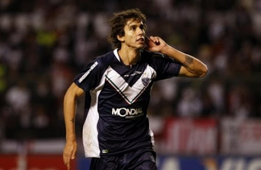 Argentina midfielder Ricky Álvarez is set to become Arsenal's first summer signing