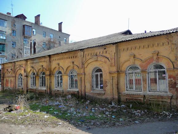 Славянск. Нежилое здание