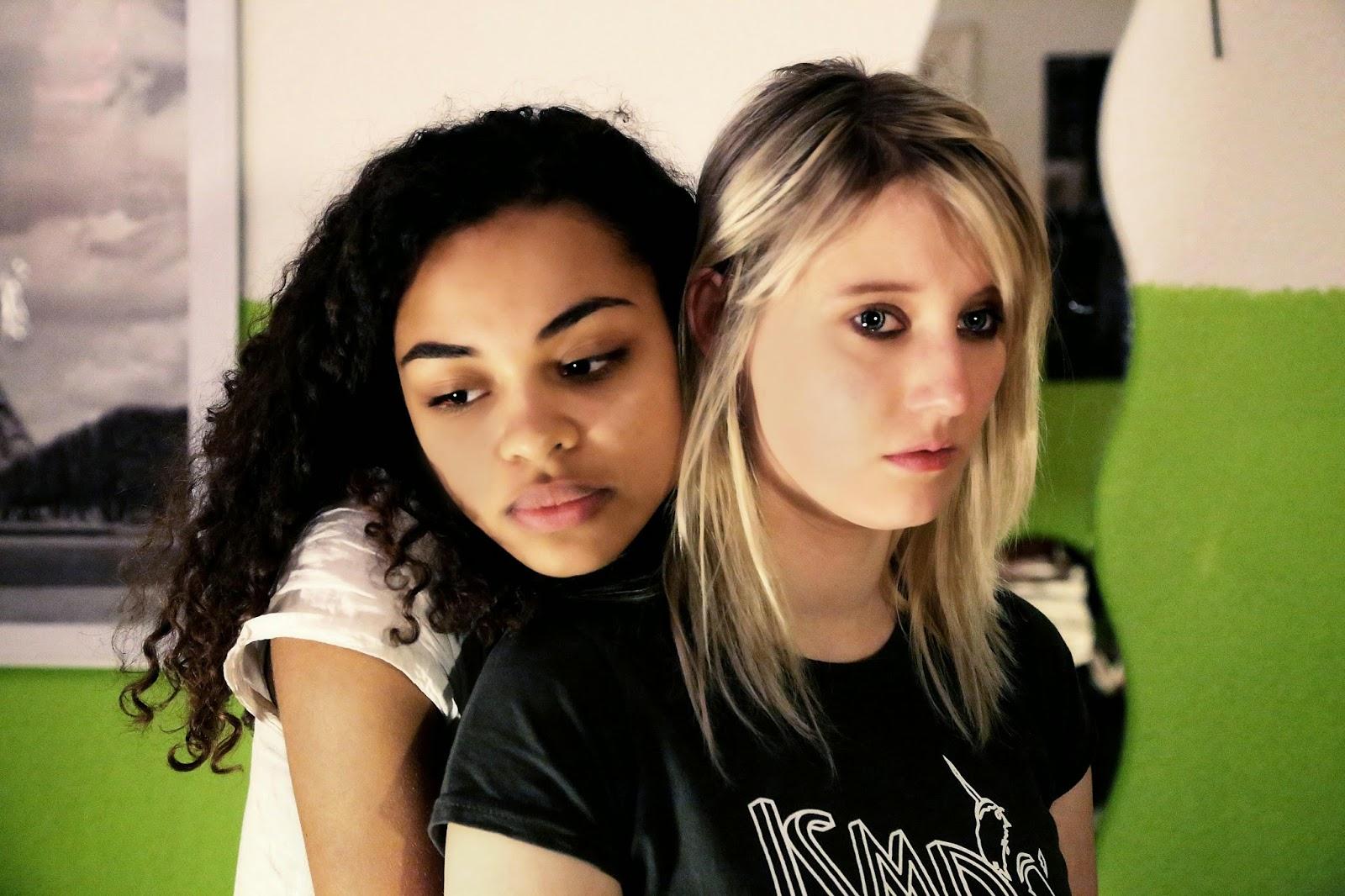Lesbian online