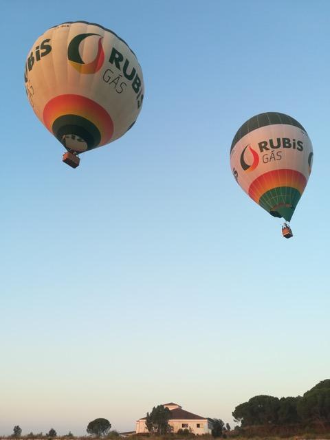 Festival-de-Balonismo-invade-céus-algarvios-armazém-de-ideias-ilimitada-dois-balões