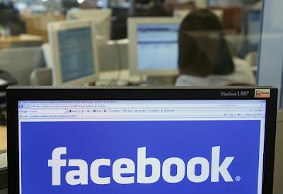 Poco después de que varias empresas comenzasen a probar el botón de 'lo quiero' de Facebook en Estados Unidos, la red social ha empezado a mostrar los cumpleaños de algunos usuarios de Gifts en la parte superior de la aplicación móvil. La idea de la compañía es que se utilice la plataforma para comprar regalos a los contactos. Por el momento esta herramienta está en beta, por lo que sólo pueden acceder a ella (y, por lo tanto, ver los cumpleaños en un lugar más destacado) quienes participan en el grupo de prueba. Y, según informan en TechCrunch, este grupo